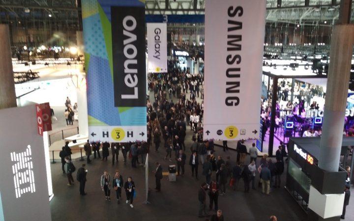 Pabellón de empresas como IBM, Lenovo y Samsung